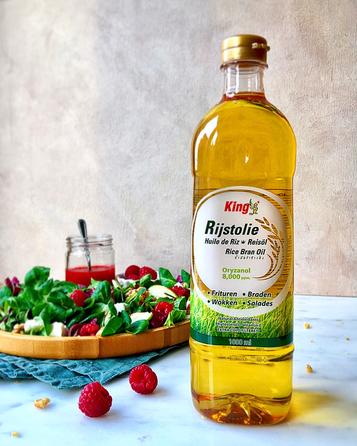 The rice oil I used was from King Rijstolie and works perfect in a fruity dressing.